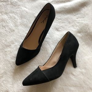 Qupid Black Wrap Pumps